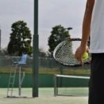 テニスのコツ、肘をたたむことでサーブのスピードアップ!